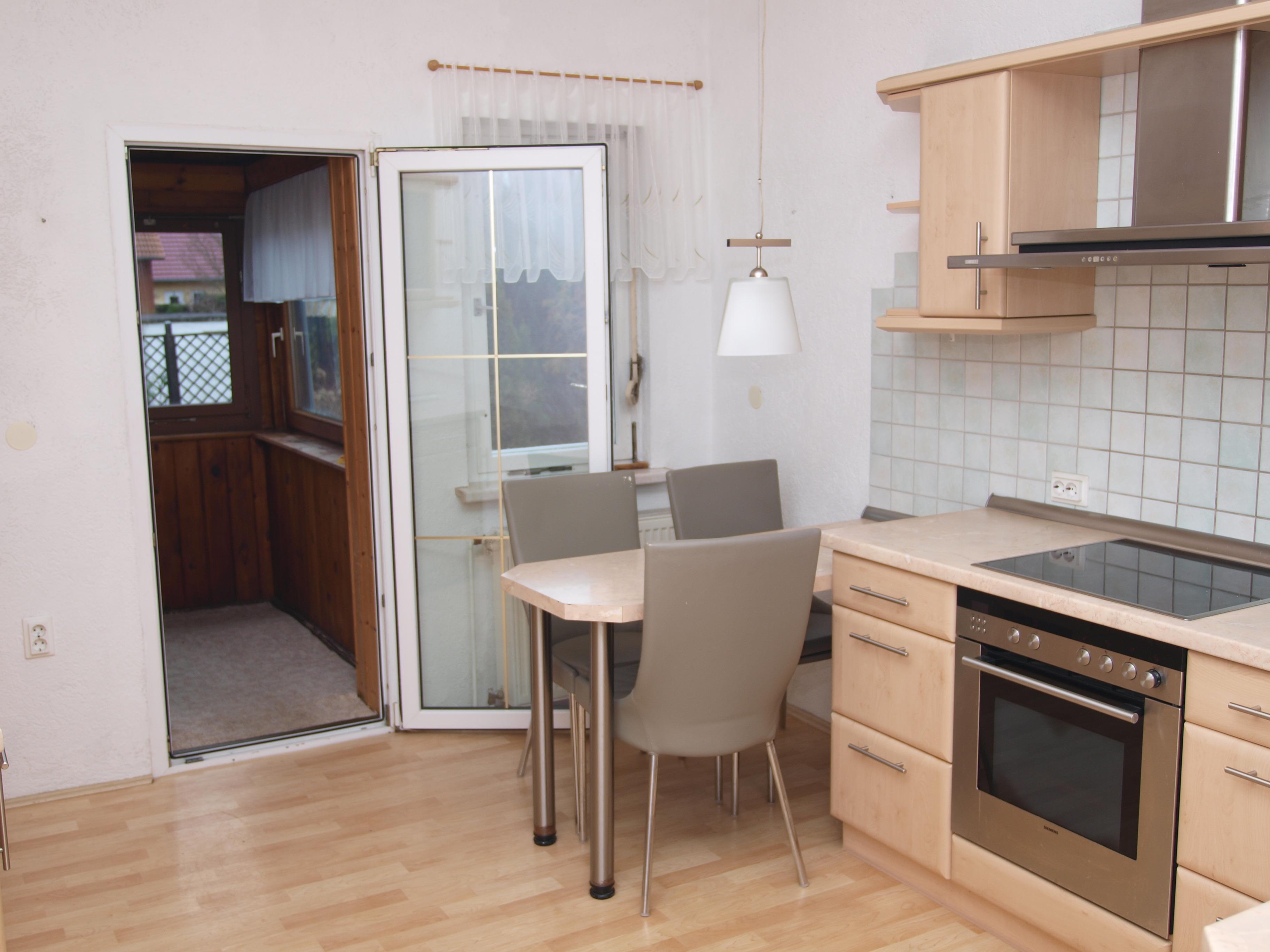 Einfamilienhaus Wörmlitz - gemütliche Küche mit Zugang zu dem kleinen Wintergarten