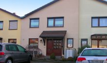 Einfamilienhaus Langenbogen - Hausansicht mit zwei Stellplätzen