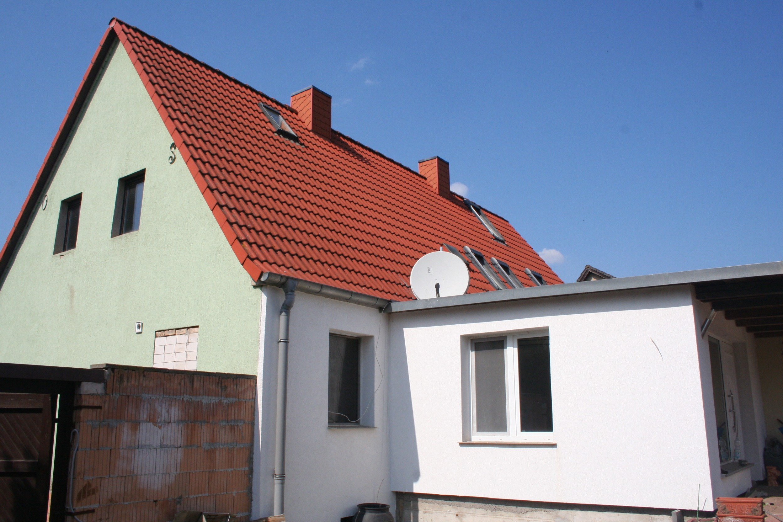 Einfamilienhaus Halle-Seeben - Seiten- und Rückansicht mit Anbau