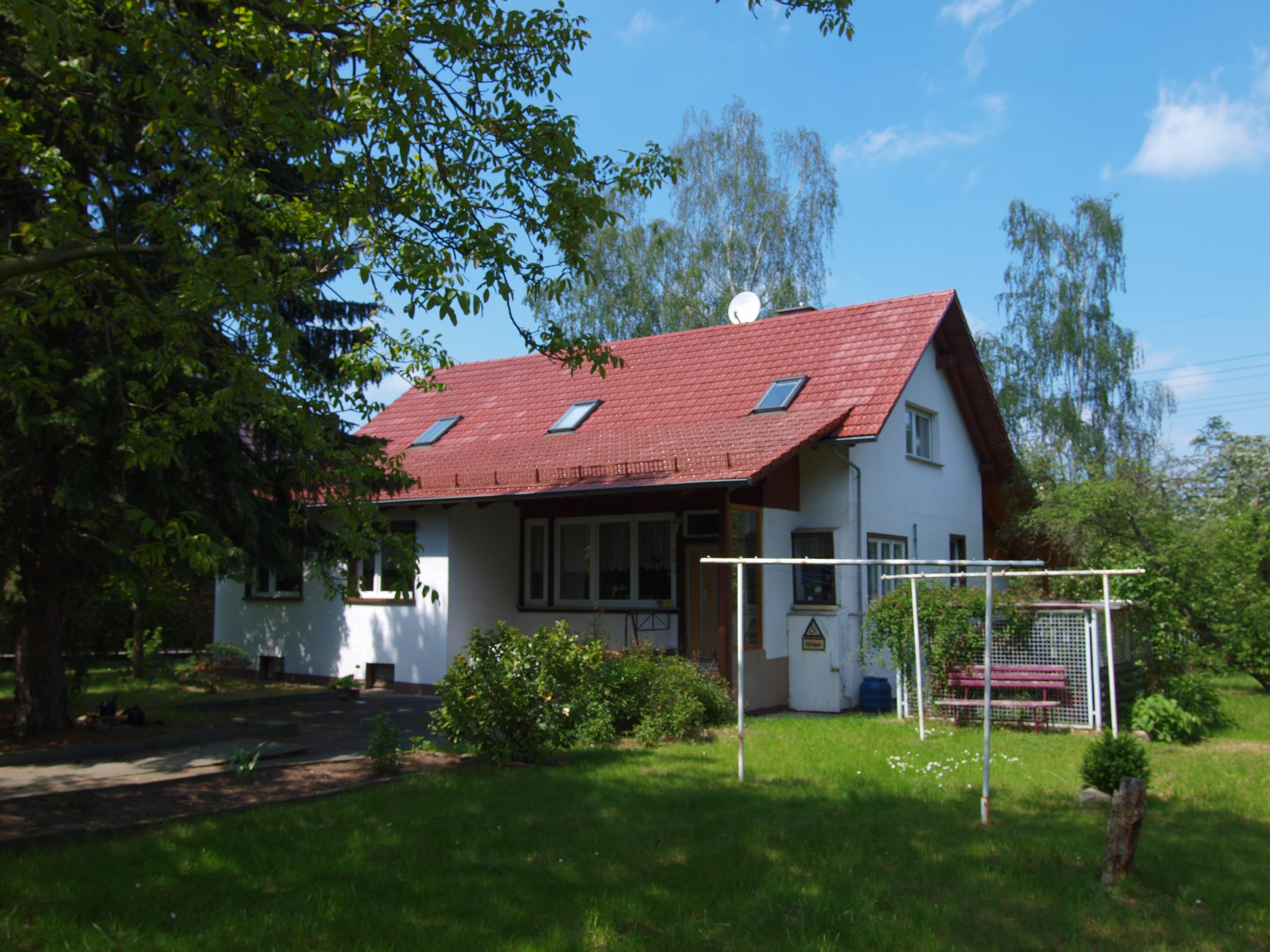 Einfamilienhaus Wörmlitz - Vorderansicht mit Garten