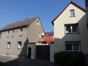 Zwei Einfamilienhäuser in Langeneichstädt - Straßenansicht