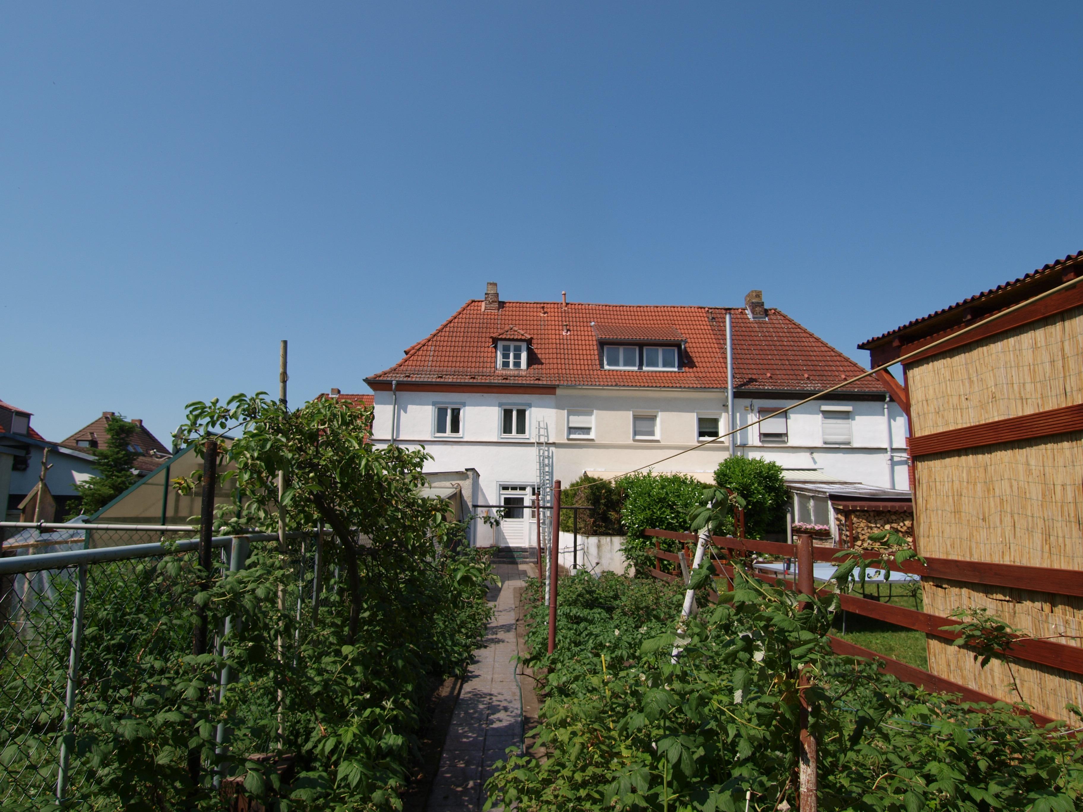 Einfamilienhaus - Blick vom Garten