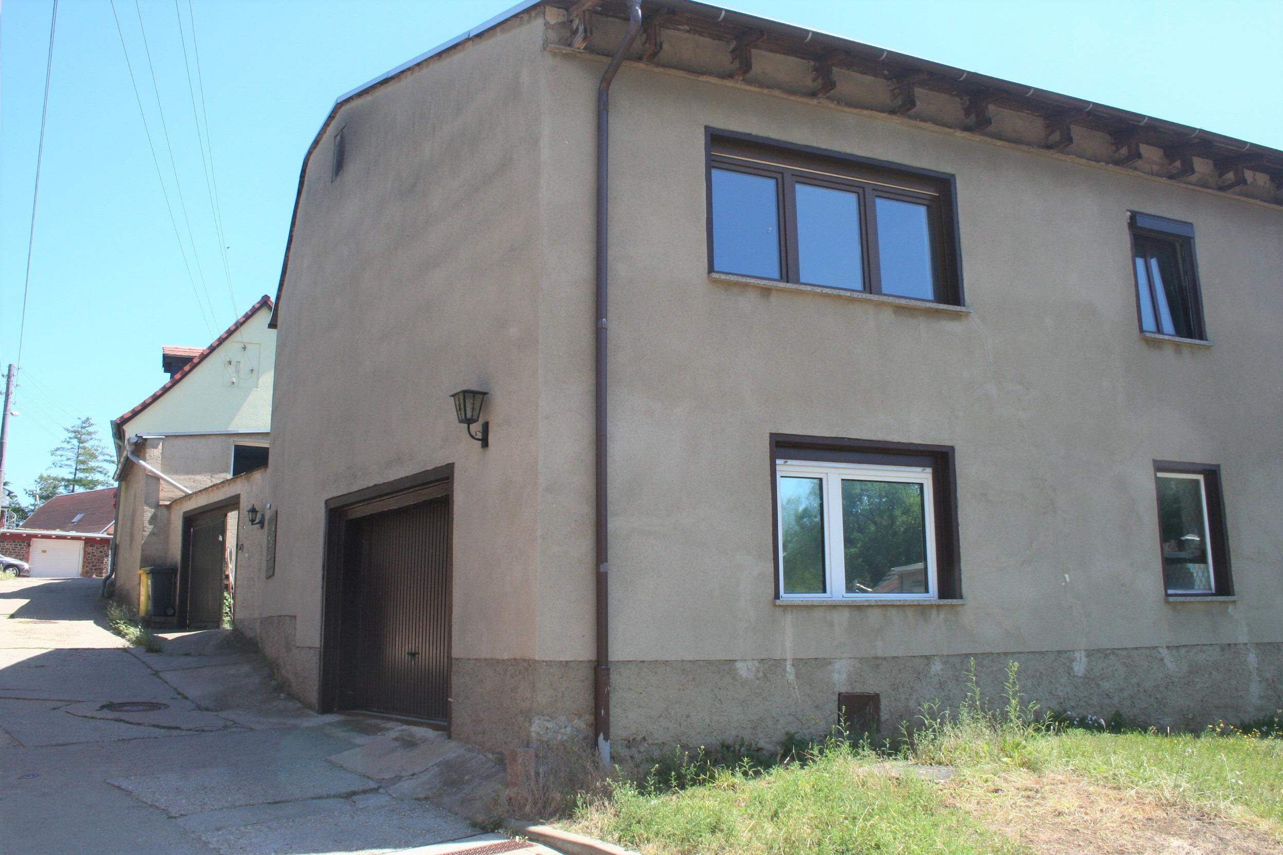 Einfamilienhaus Krosigk - Garagen- und Hofeinfahrt