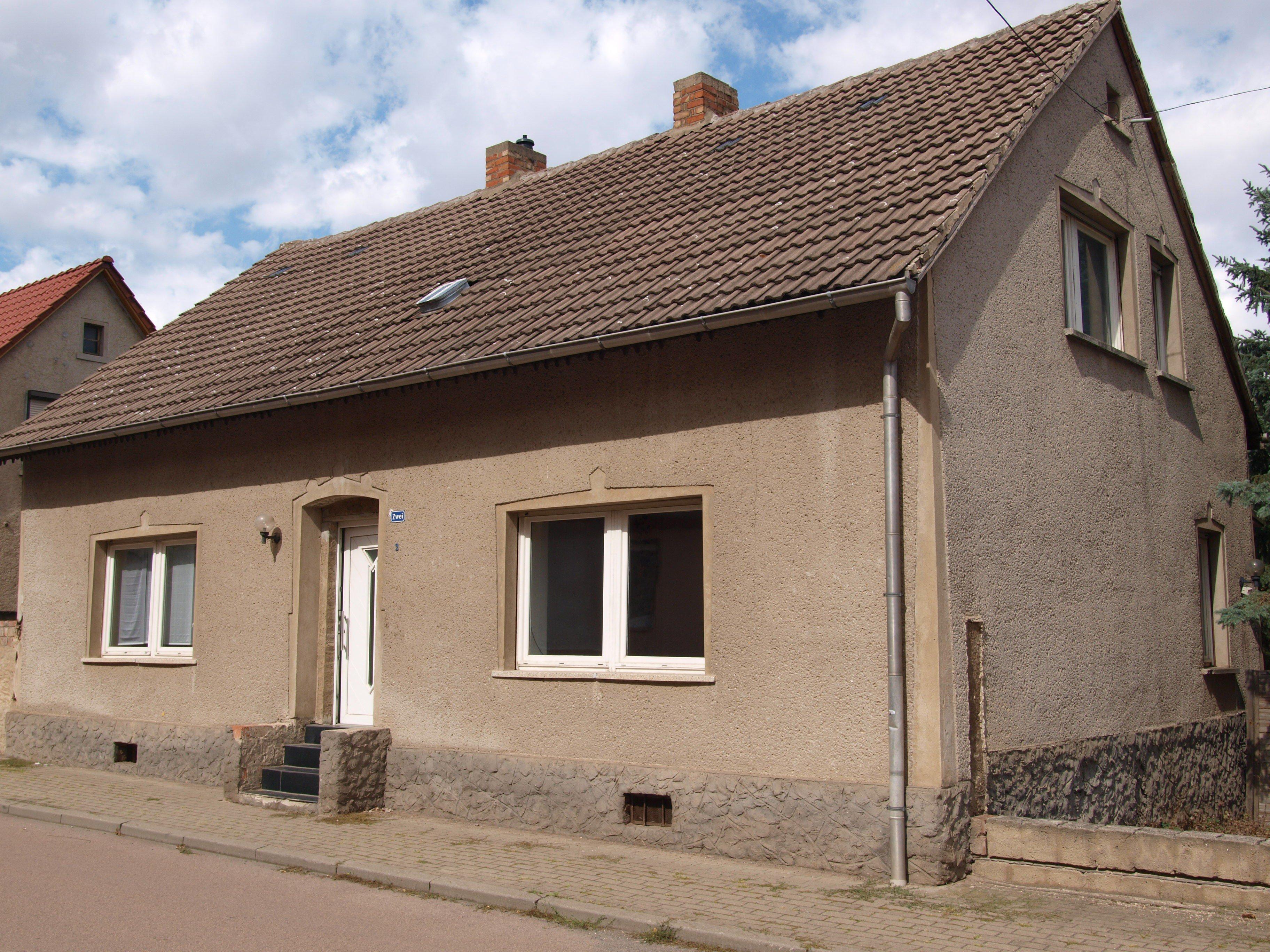 Einfamilienhaus Mansfeld - seitliche Vorderansicht