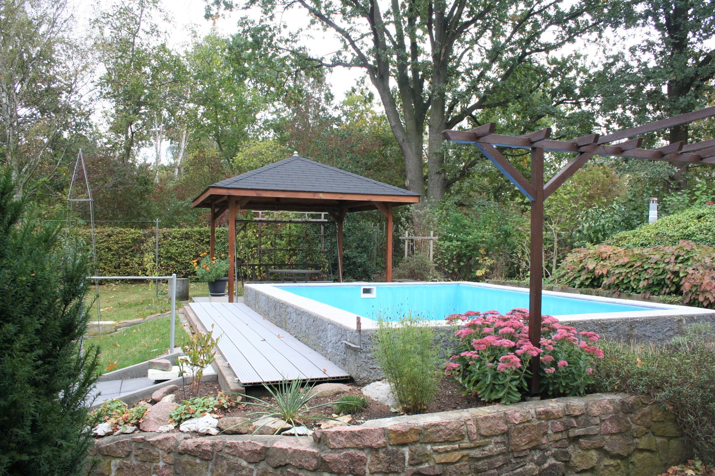 Einfamilienhaus Kröllwitz - Pool mit Freisitz