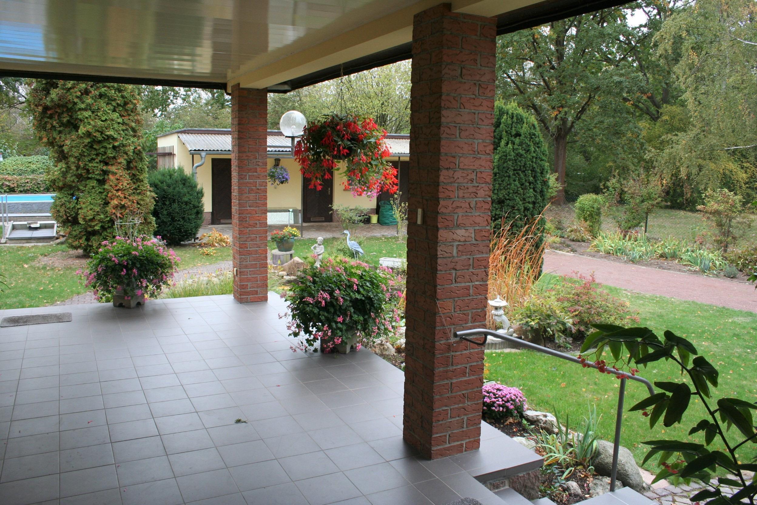 Einfamilienhaus Kröllwitz - Terrasse mit Blick in den Garten