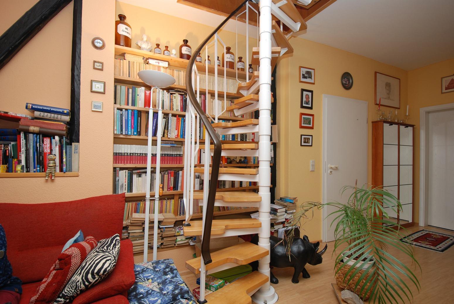 Dachgeschoßwohung Mühlwegviertel - Treppe zum Spitzboden