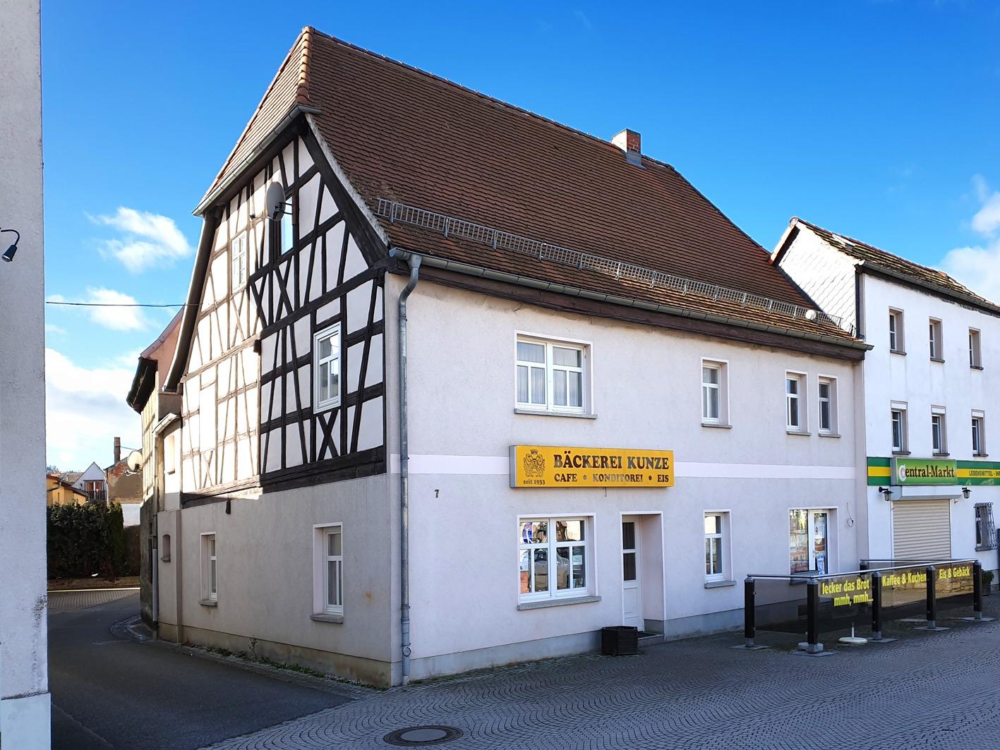Wohn- und Geschäftshaus Kayna - Straßenansicht