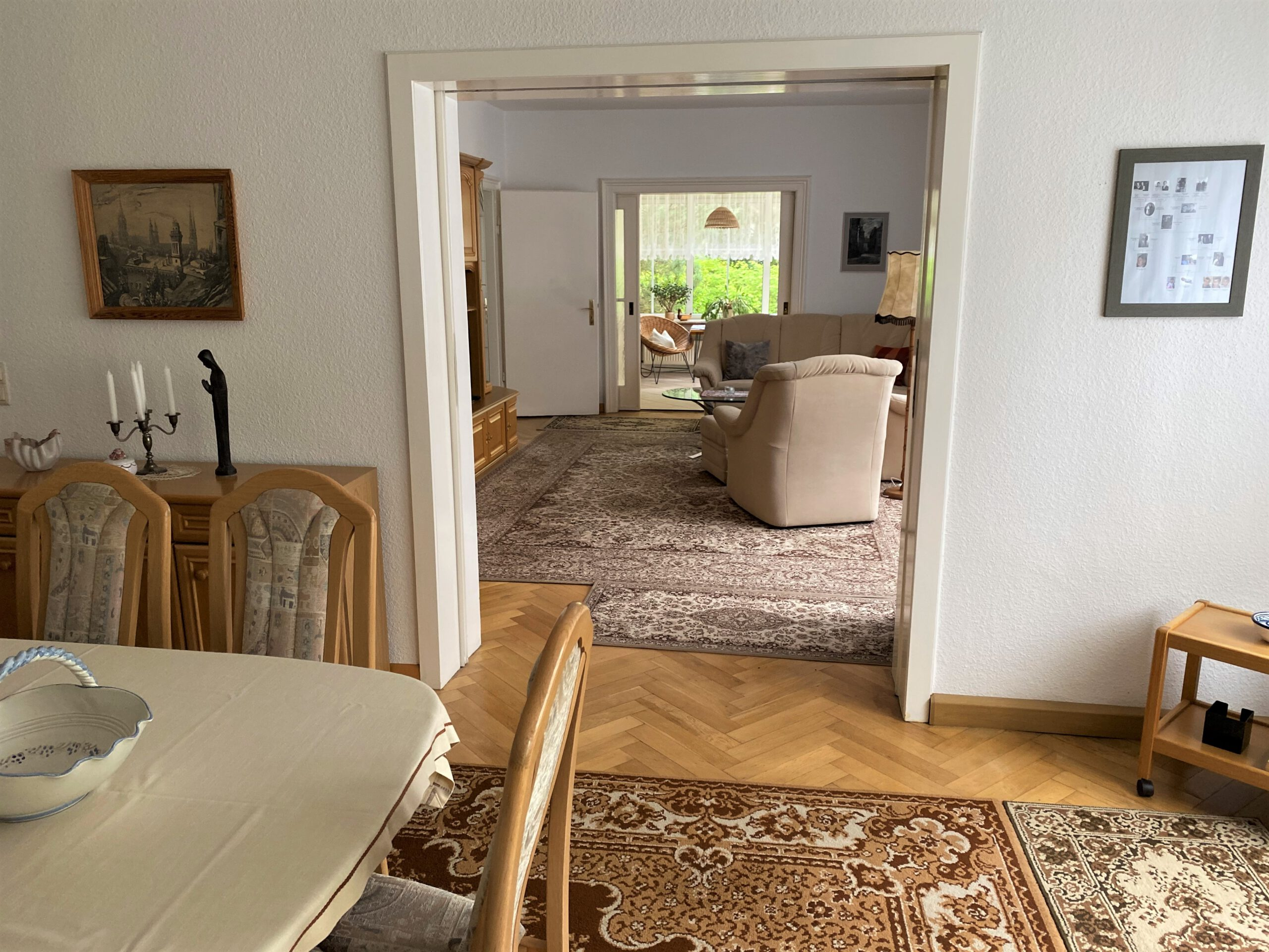 Einfamilienhaus in Leuna - Blick vom Esszimmer zum Wohnzimmer und zum Wintergarten