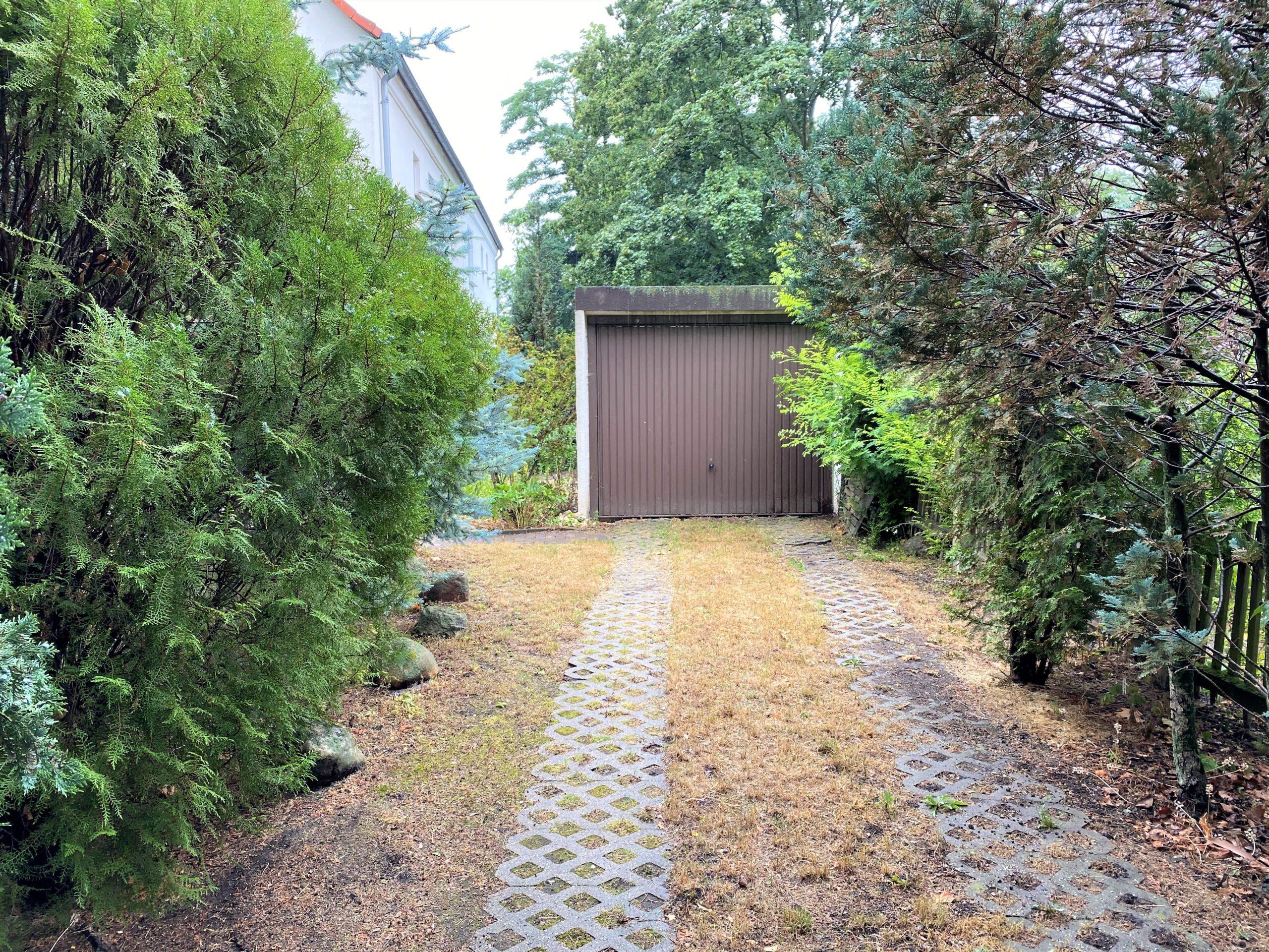 Einfamilienhaus in Leuna - Garagenzufahrt