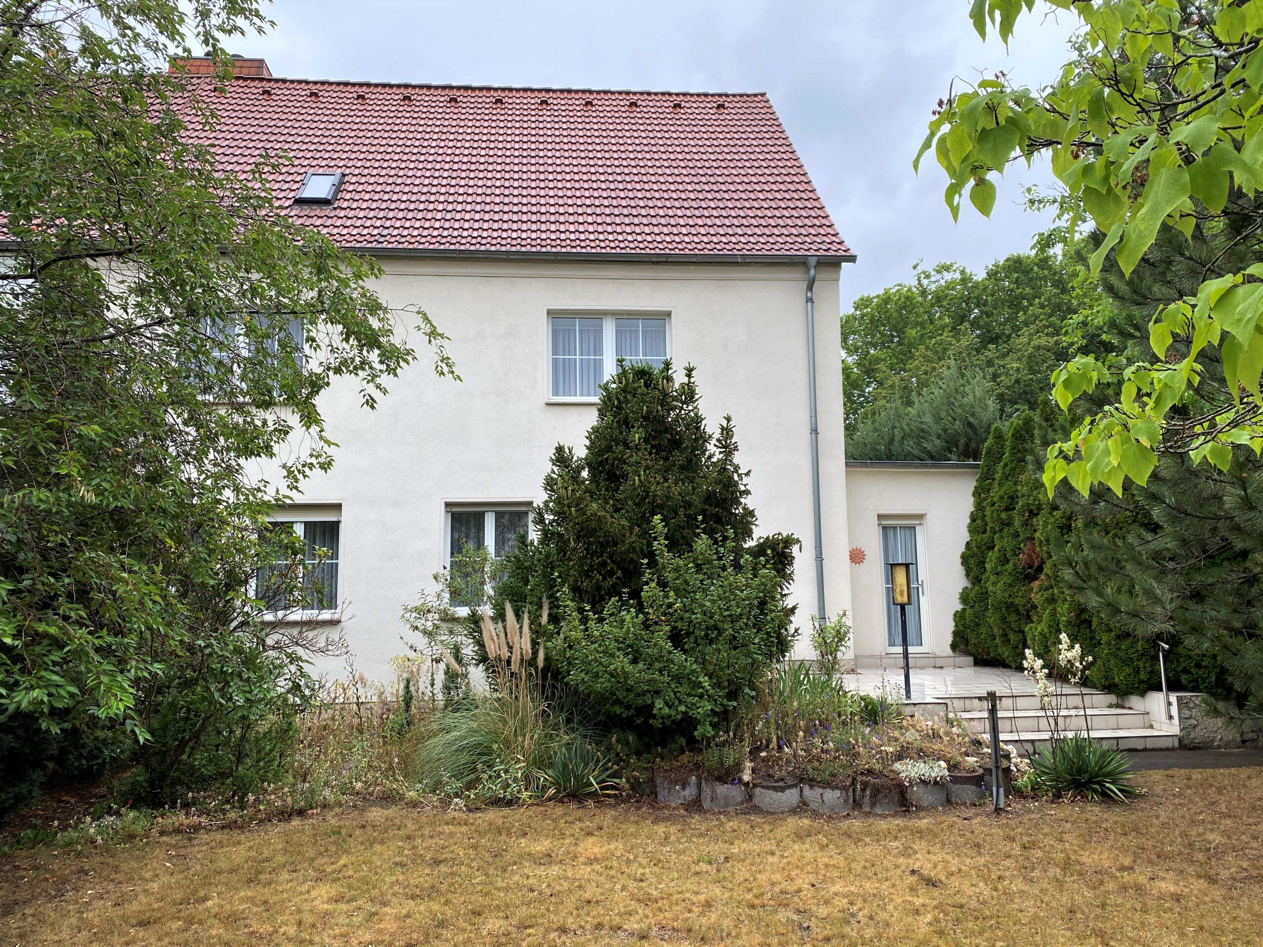 Einfamilienhaus in Leuna - Seitenansicht mit Wintergarten