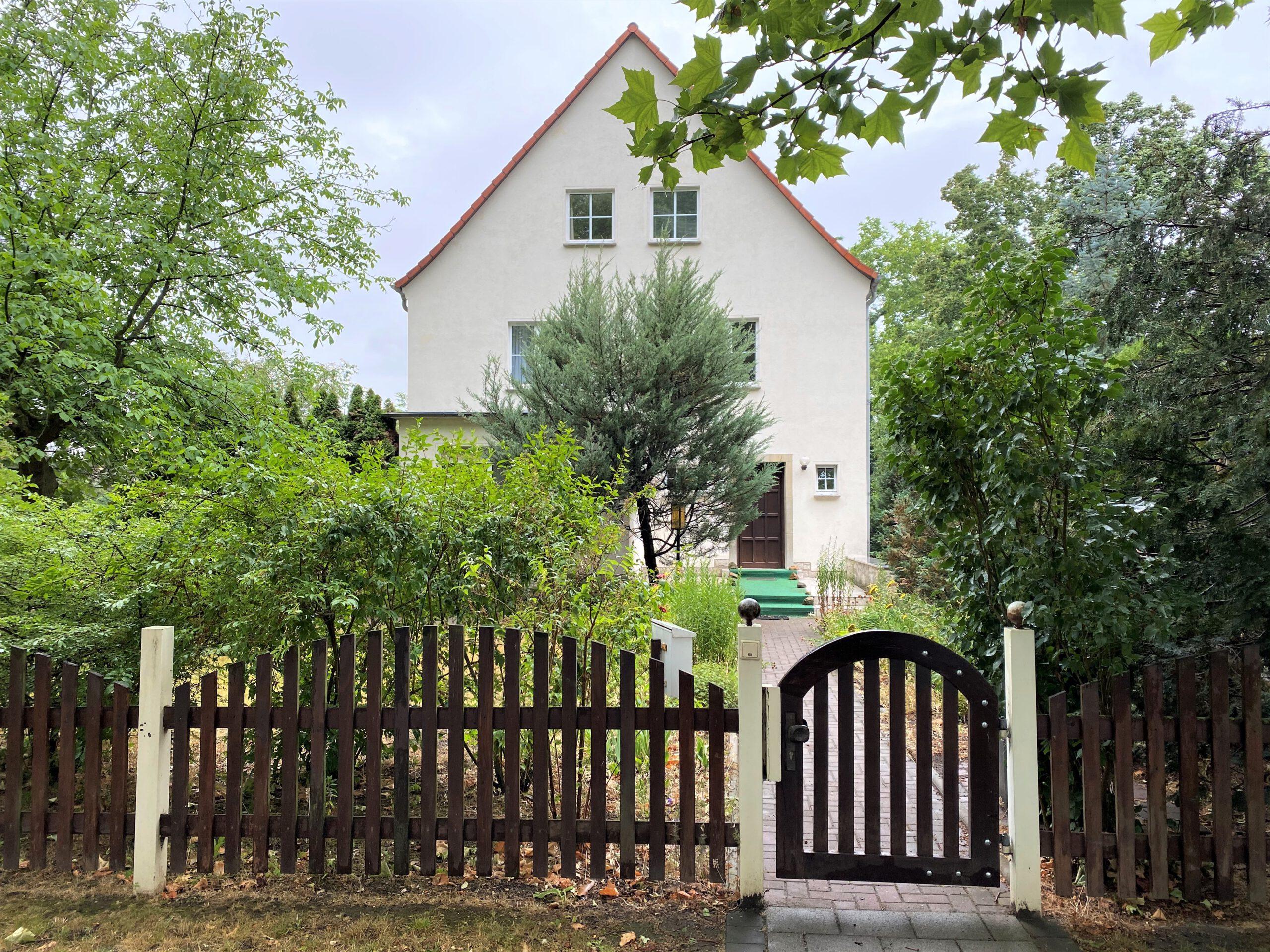 Einfamilienhaus in Leuna - Straßenansicht