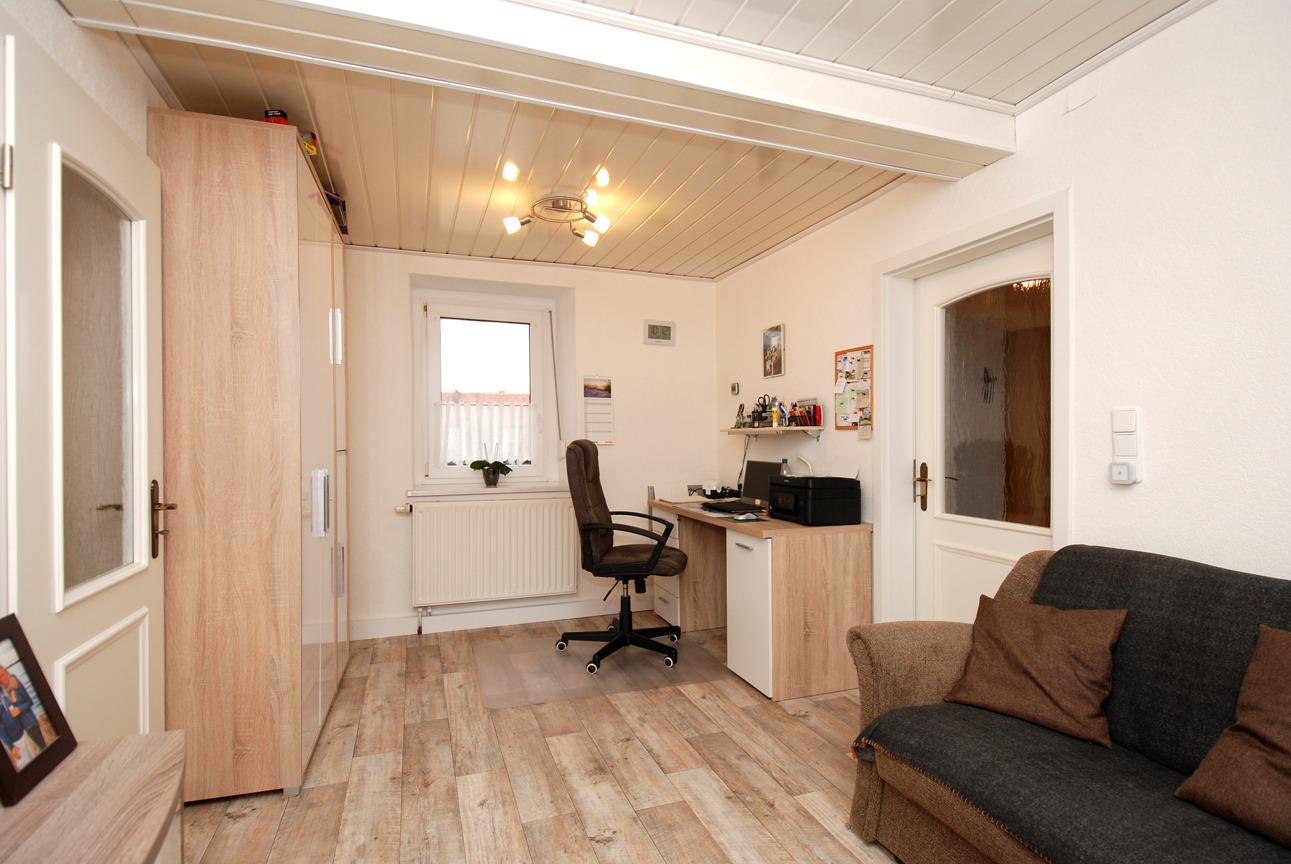 Einfamilienhaus Langeneichstädt - Büro im Erdgeschoss