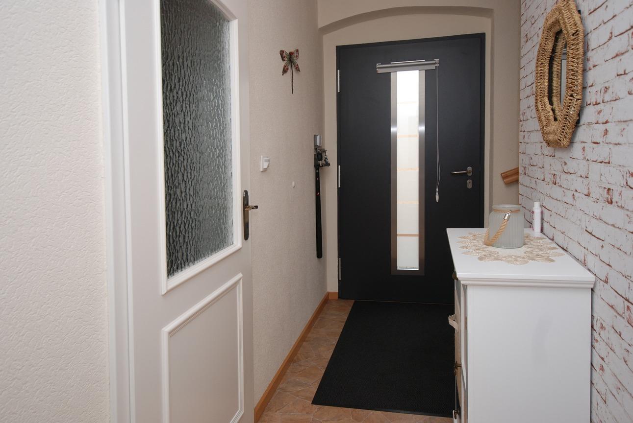 Einfamilienhaus Langeneichstädt - Flur mit Eingangstür