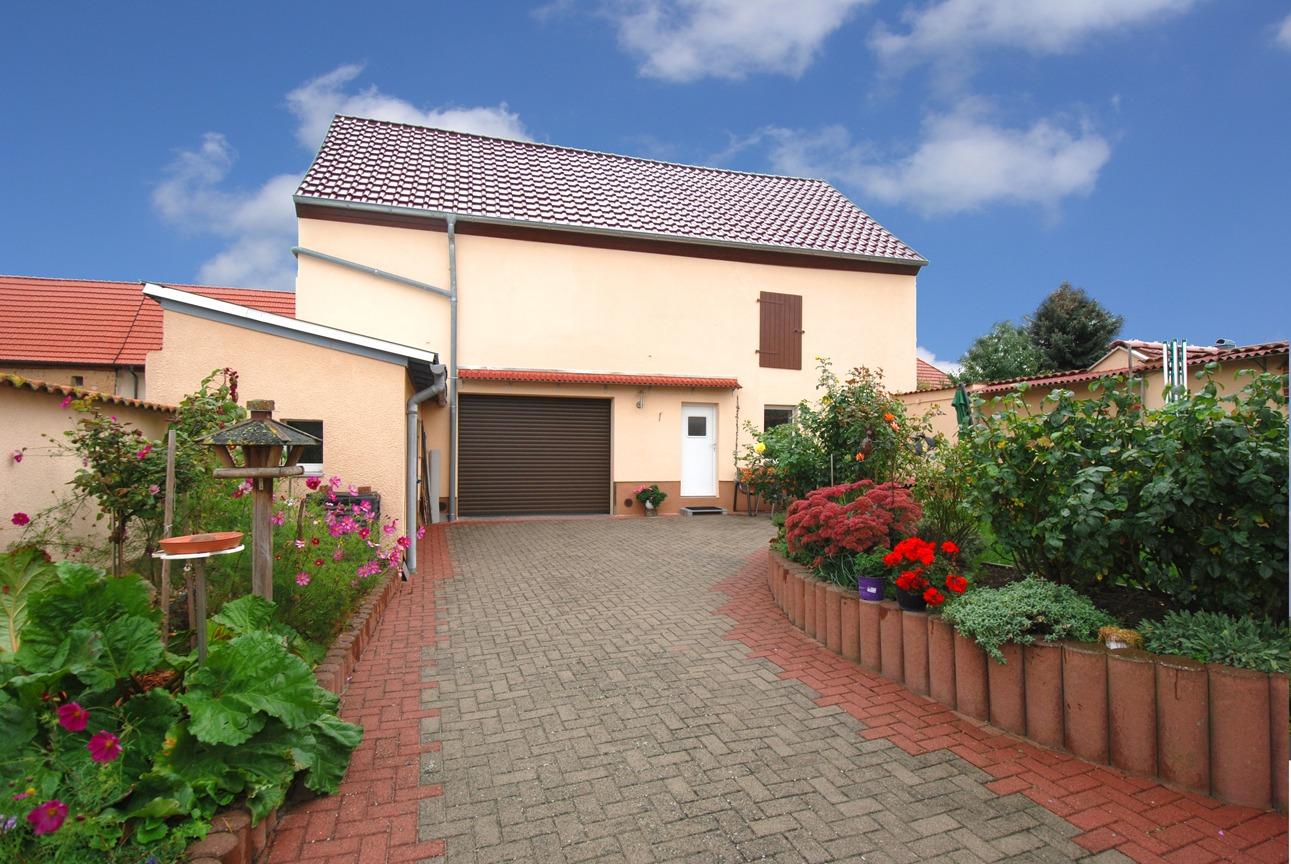 Einfamilienhaus Langeneichstädt - Hof mit Garage