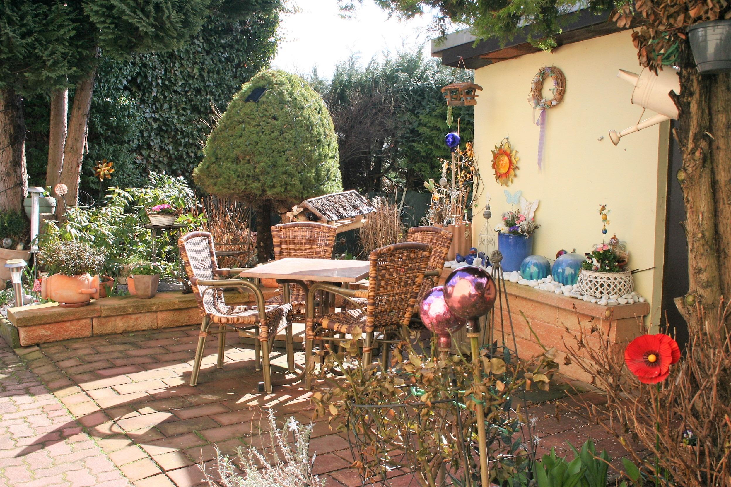Mehrfamilienhaus/Pension in Peißen - Sitzecke im Hof