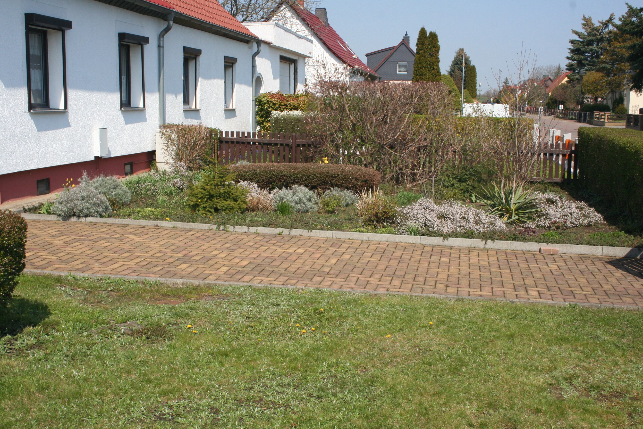 Einfamilienhaus Dautzsch Vorgarten