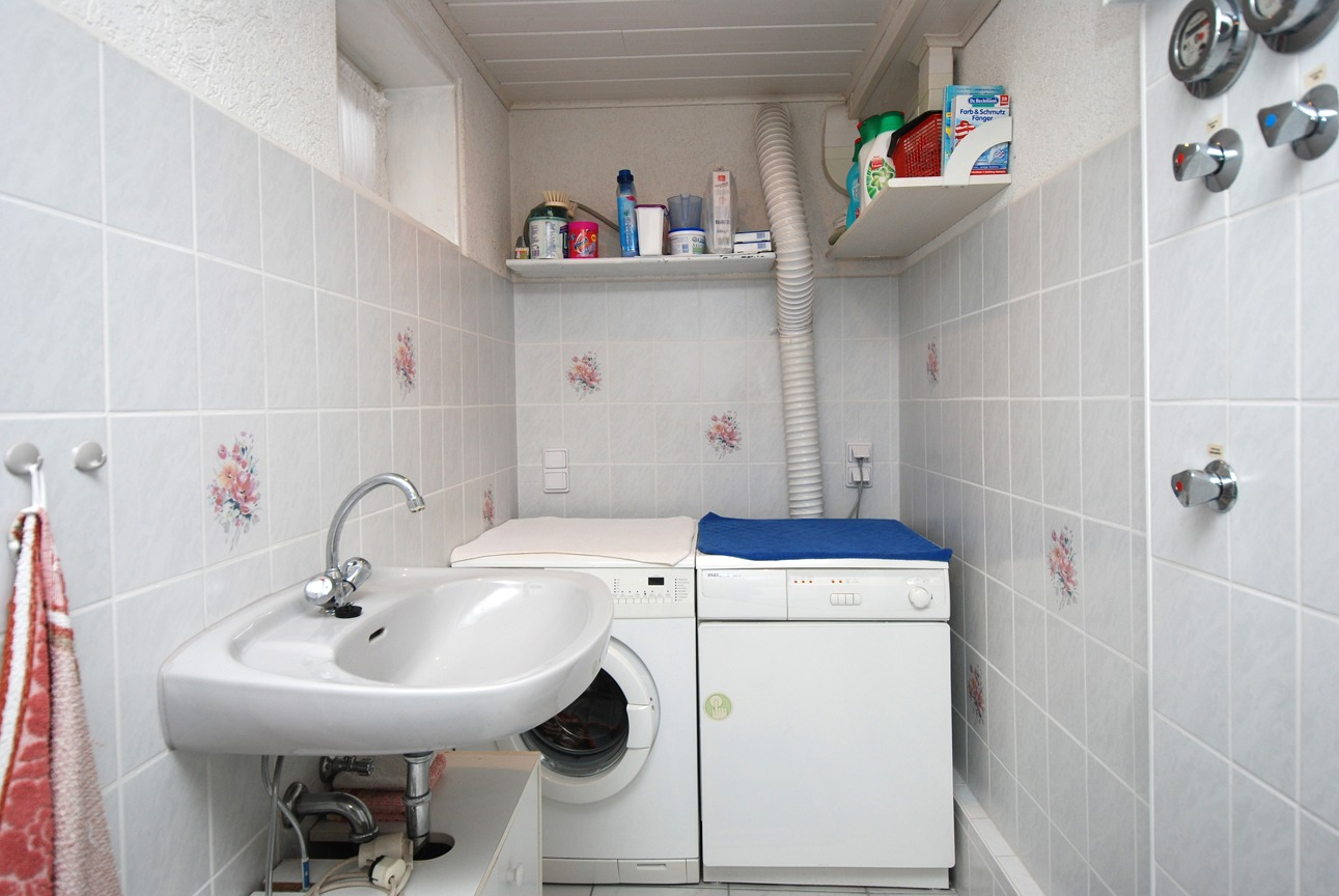 Einfamilienhaus Kaltenmark - Keller-Waschmaschinen- u. Trocknerraum