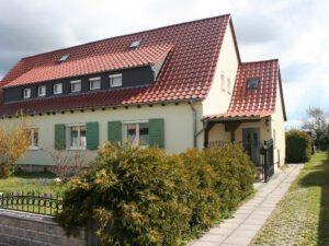 Einfamilienhaus Merseburg - Straßenansicht und Zufahrt