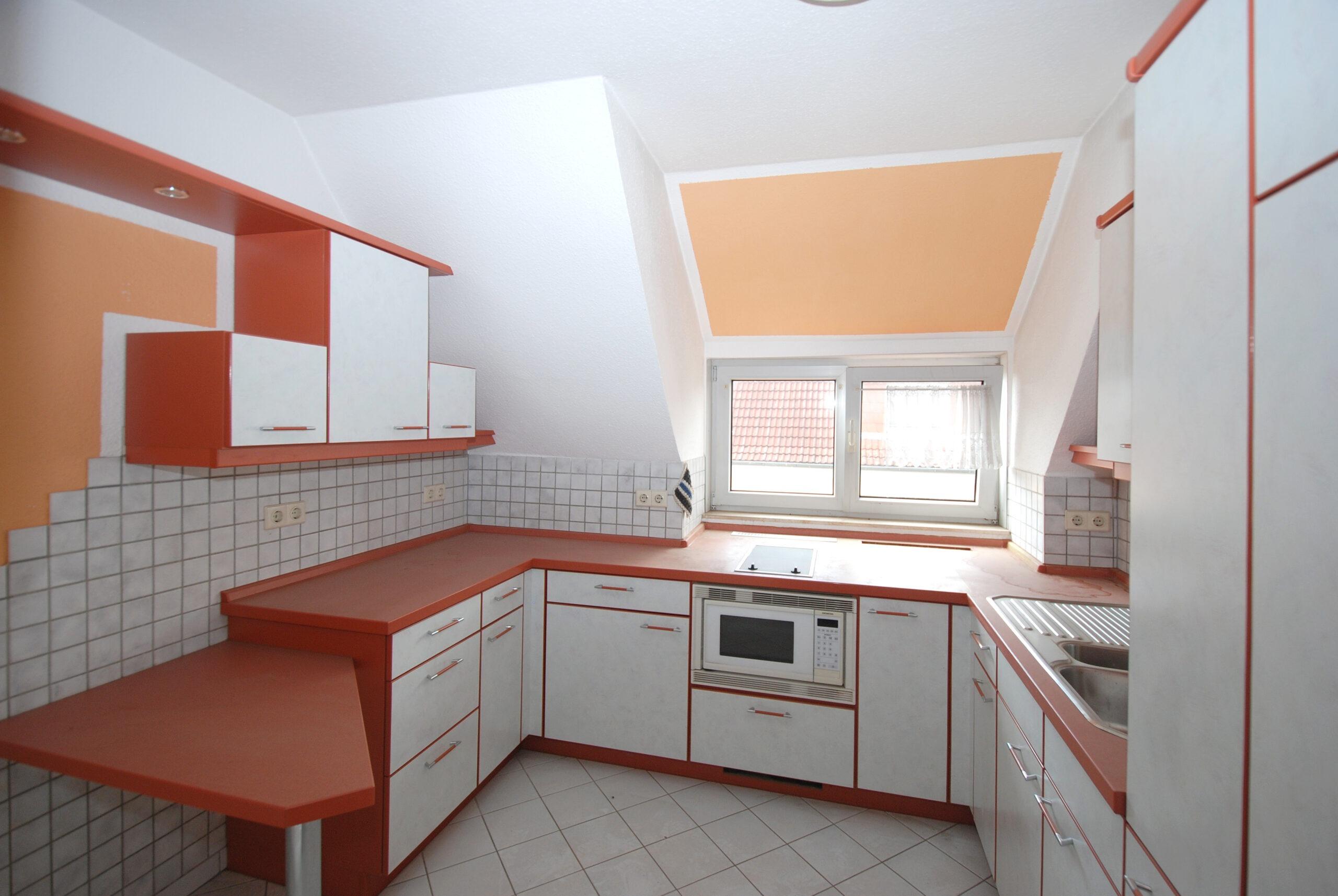 Wohn- u. Geschäftshaus - DG - Küche Wohnung DG