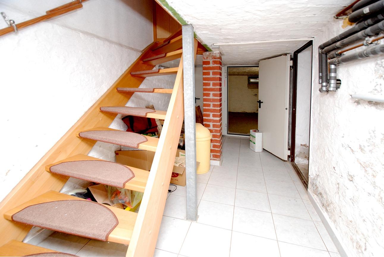 Ein- bis Zweifamilienhaus Frankleben - Kellertreppe