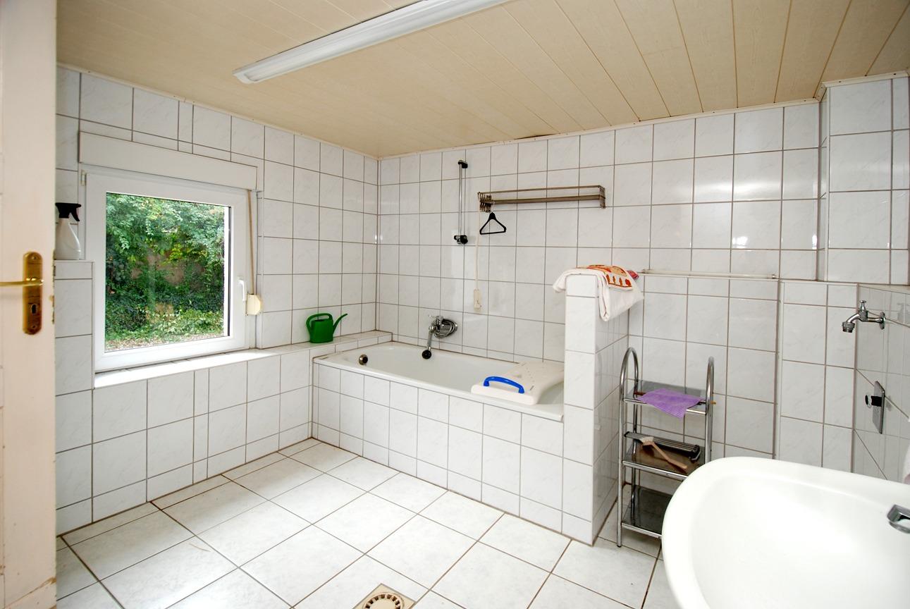 Ein- bis Zweifamilienhaus Frankleben - Wannenbad im Erdgeschoß
